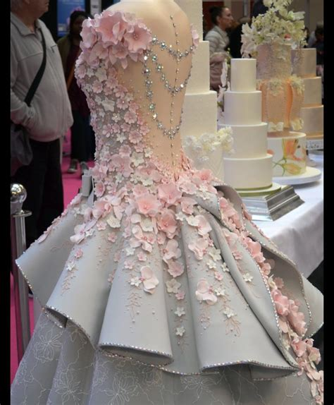 dress cake this beautiful wedding dress is actually a cake so bad
