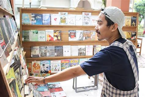 Rak Buku Malang gerakan literasi di malang ketika angkot jadi perpustakaan