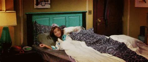 Excited How I Met Your Mother Gif Find Share On Giphy Himym Beds