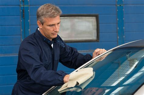 Auto Glass Technician by Why You Need A Certified Auto Glass Technician Glasshopper
