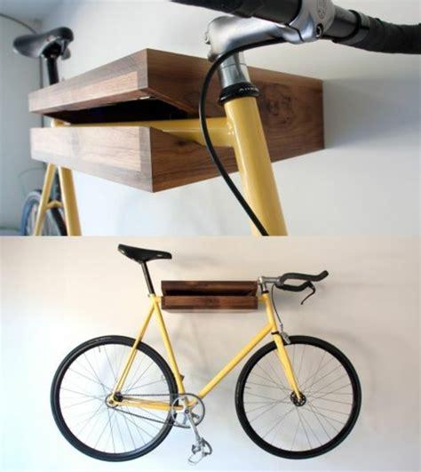 fahrräder platzsparend aufbewahren holzregal bauen oder einfach kaufen verschiedene