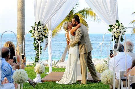 Cancun Beach Wedding Riu Palace Peninsula   You may kiss