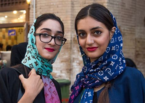 Ikn Dress Muslim Iraniya in iran are still fashionable despite
