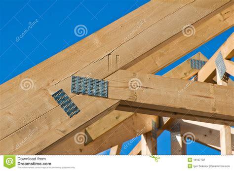 cornisa o alero vigas de madera foto de archivo imagen de alero cornisa