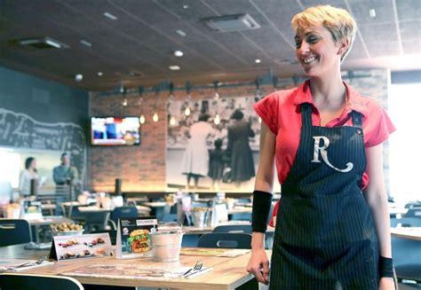 lavoro cameriere genova lavoro facile 600 addetti cucina e camerieri per