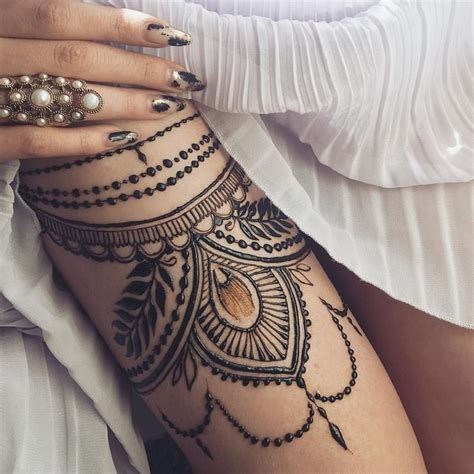side henna tattoos 25 best ideas about henna thigh on