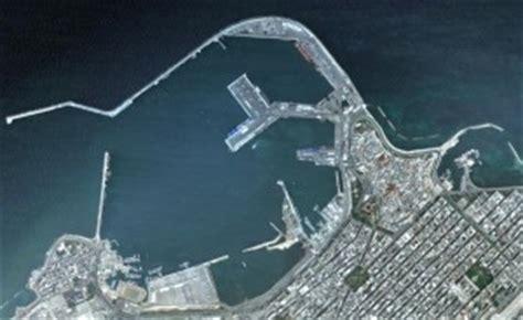 capitaneria porto bari maltempo a bari collisione in mare tra nave crociera e