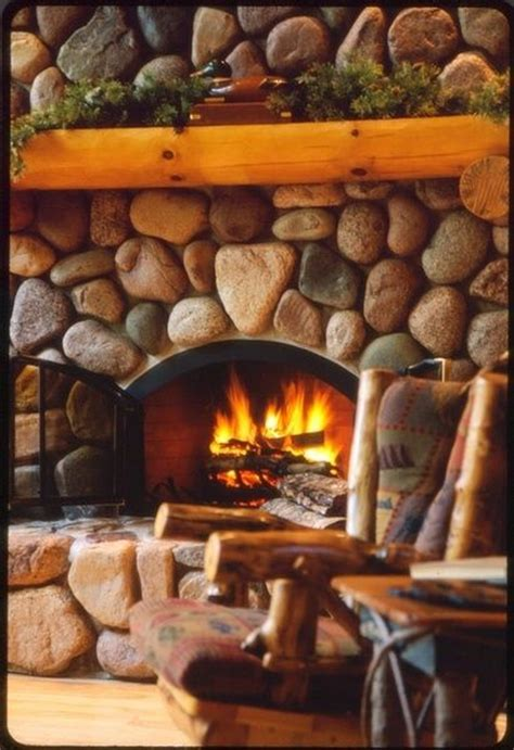 Fireplace Rocks by 17 Best Ideas About River Rock Fireplaces On