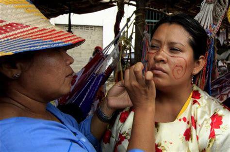 imagenes mujeres wayuu mujeres ind 237 genas way 250 u se maquillan este domingo durante
