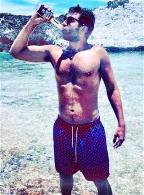brett eldredge shirtless: gay or girlfriend country singer