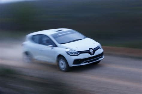 renault clio rally car renault clio r3t rally car unveiled