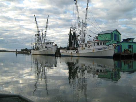 shrimp boat nc shrimp boats at the docks in varnamtown varnamtown nc