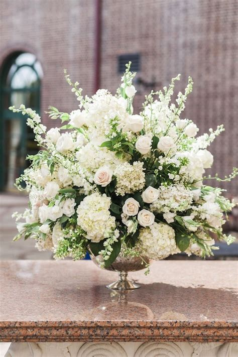 white flower wedding arrangements 199 best church flowers images on alter