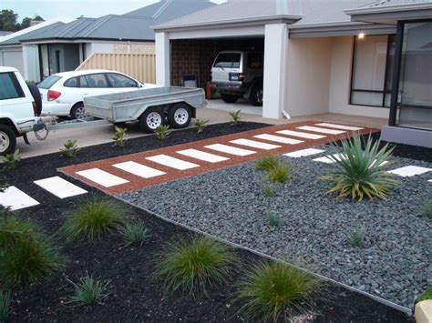 pin by shannon lobman on front yard pinterest front yards yards and pea gravel