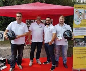 Motorradunfall Helm by Bei Einem Motorradunfall Quot Helm Ab Quot Rescue Kompass