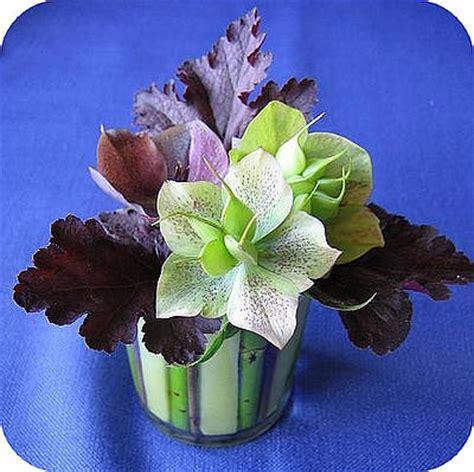 bloemstuk pasen met gekleurd steekschuim en eierschalen tafeldecoratie maken met gekleurd steekschuim in een