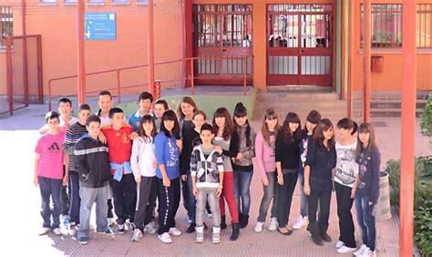 2 juan de mairena alumnos del ies juan de mairena de sanse junto a los alumnos del acton high de londres