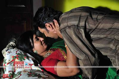 hot bedroom vedios hot mallu aunty sona nair hot bedroom scene in saree
