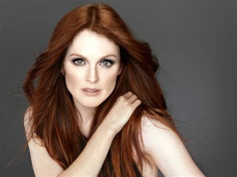 julie ann moore s hair color from loreal caigning for coin julianne moore the hunger games