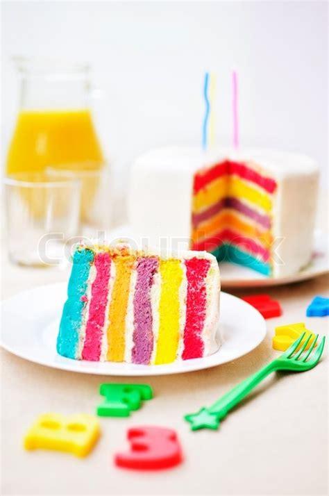 regenbogen kuchen im glas regenbogen kuchen stockfoto colourbox