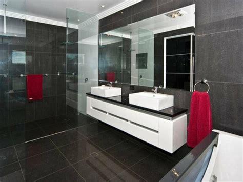 badezimmer fliesen rot grau badezimmer zwei waschbecken rote t 252 cher gro 223 es spiegel