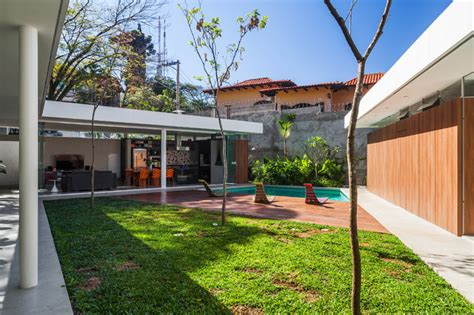 house with central courtyard a home with glass walls and a central courtyard in brazil home design lover