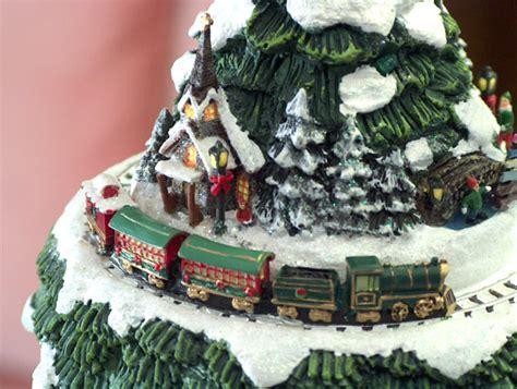 the thomas kinkade wonderland express christmas tree