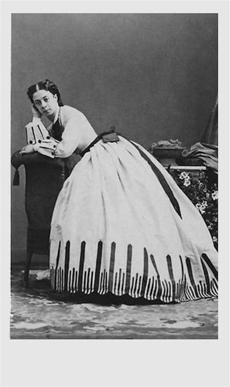 « Je ne suis pas jolie, je suis pire », Souvenirs 1859