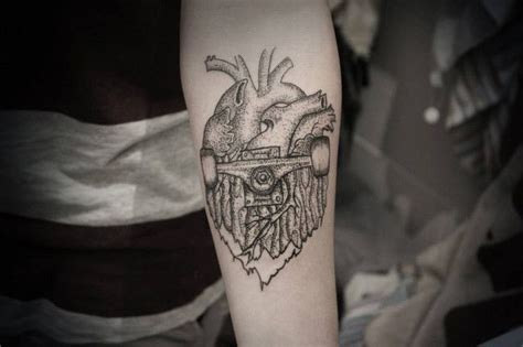 skateboard tattoo skate heart one love skateboarding