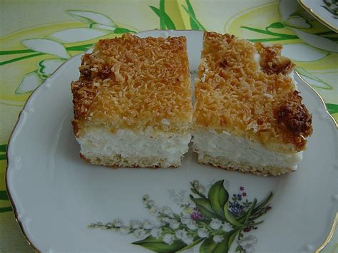 kuchen mit kokoscreme bienenstich kuchen mit kokosraspeln