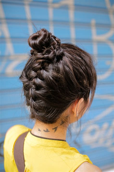 hair styles for the island trip 5 quick and easy hairstyles for traveling