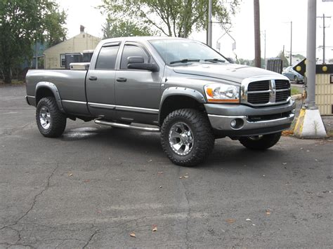 Dodge Ram 2500 Questions   can anyone tell me what rims