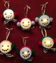 mom shares a creative and easy christmas ornament craft