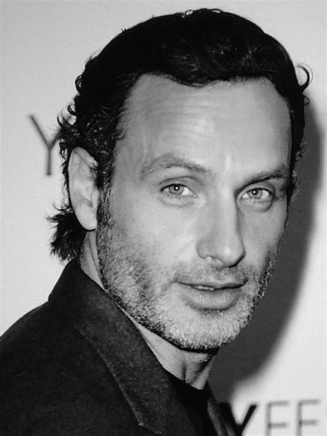 andrew lincoln rick grimes andrew lincoln lincoln and walking on