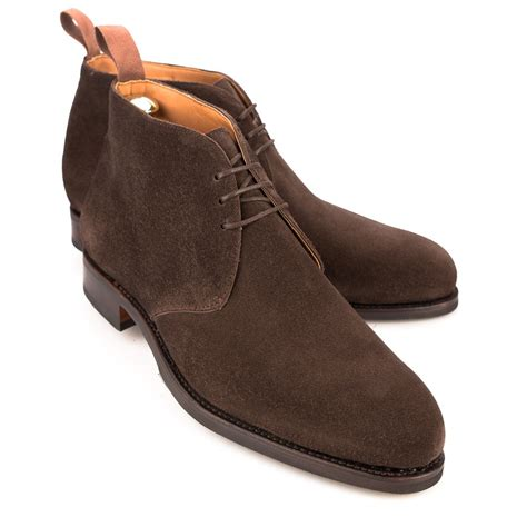 chukka boots in brown suede carmina