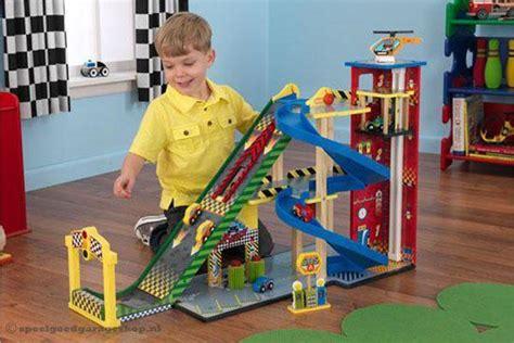 speelgoed kind 3 jaar kidkraft mega racebaan met garage speelgoedgarageshop nl
