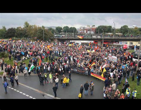 supporters of the anti islam movement merkel must go
