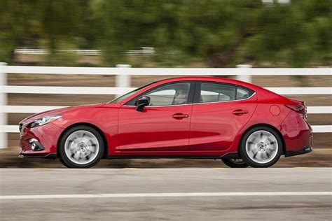 hyundai elantra vs mazda 3 2017 hyundai elantra vs 2016 mazda3 which is better