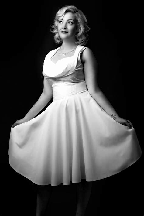 Images Gratuites : noir et blanc, fille, la photographie