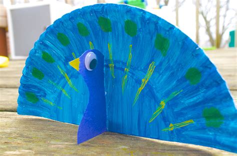 Peacock Paper Plate Craft - peacock animal paper plate craft for with book choices