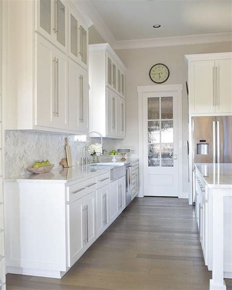 white galley kitchen ideas 25 best ideas about white galley kitchens on