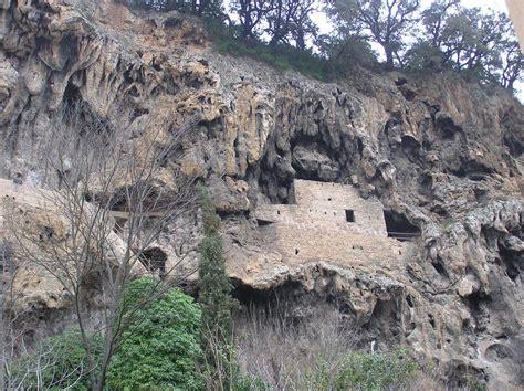 ls r us locations rocher et grottes troglodytes sites naturels 224 cotignac