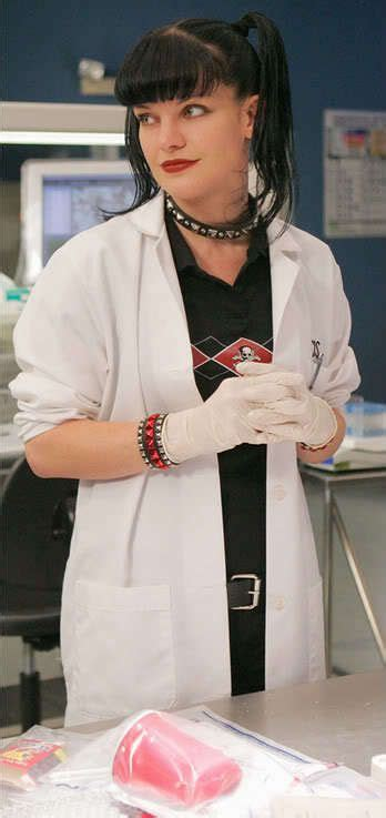 Does Pauley Perrette Wear A Wig Now On Ncis | is the girl on ncis wearing a wig pauley perrette