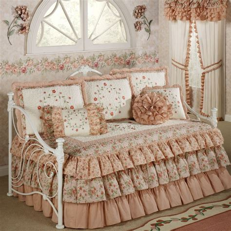 Daybed Covers And Pillows by How To Select The Best Designs Of Daybed Cover