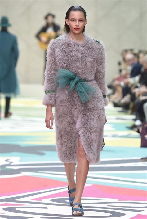 Burberry 4 Maxy Cf 1 2015 collections the trends burberry prorsum coats and pastels