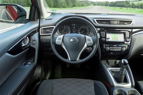 nissan qashqai interior 2016 nissan qashqai gets updated for 2016 carscoops