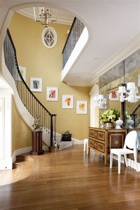 階段の壁をキャンバスにした素敵なインテリア