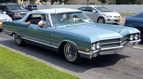 file 1965 buick lesabre convertible in blue front right