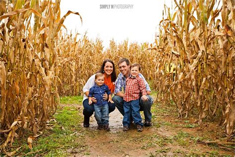 best colors to wear for pictures 8 tips for what to wear for a family portrait session this