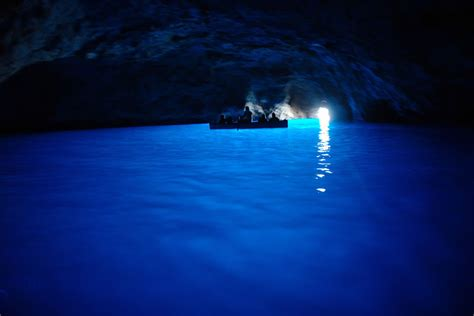 bla boating bewitchingly beautiful blue grotto on the isle of capri